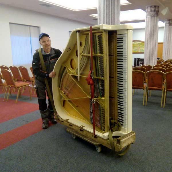 Грузовое такси для перевозки рояля